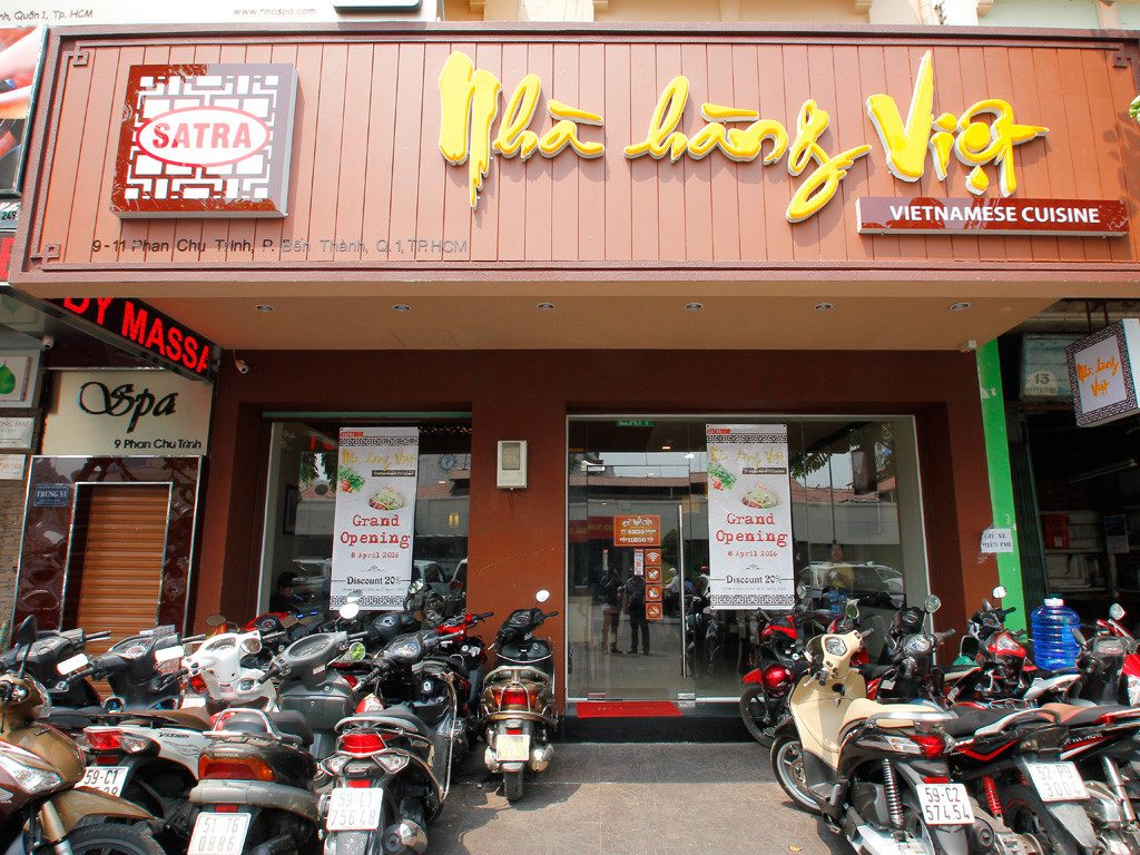 thiet ke bang hieu nha hang Viet Nam1